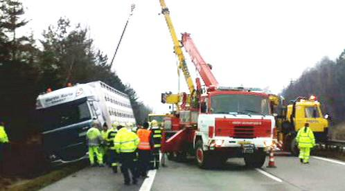 Hasiči u nehody kamionu