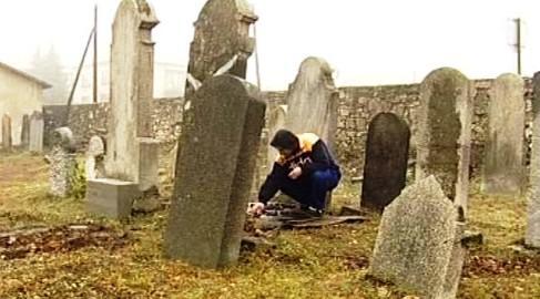 Práce na hřbitově