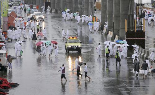 Déšť překvapil poutníky v Mekce