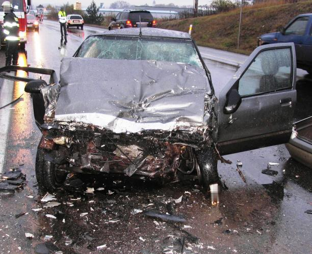 Osobní vozidlo po čelní srážce