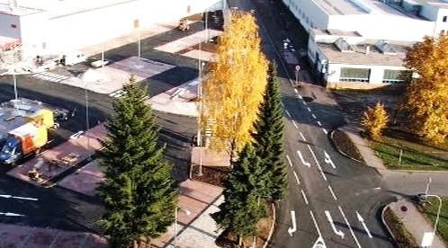 Stromy před Kauflandem