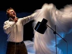 Vojta Švejda v představení Sifon
