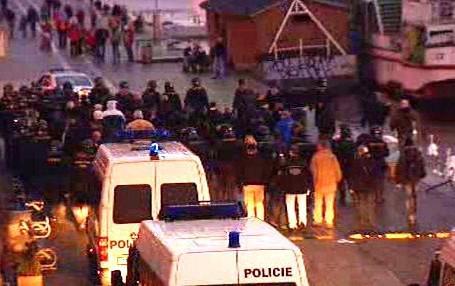 Policisté doprovází pochod pravicových radikálů
