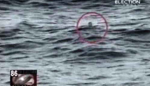 Muž zachráněný z potopeného trajektu