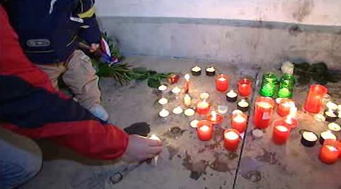 Zapalování svíček na Národní třídě