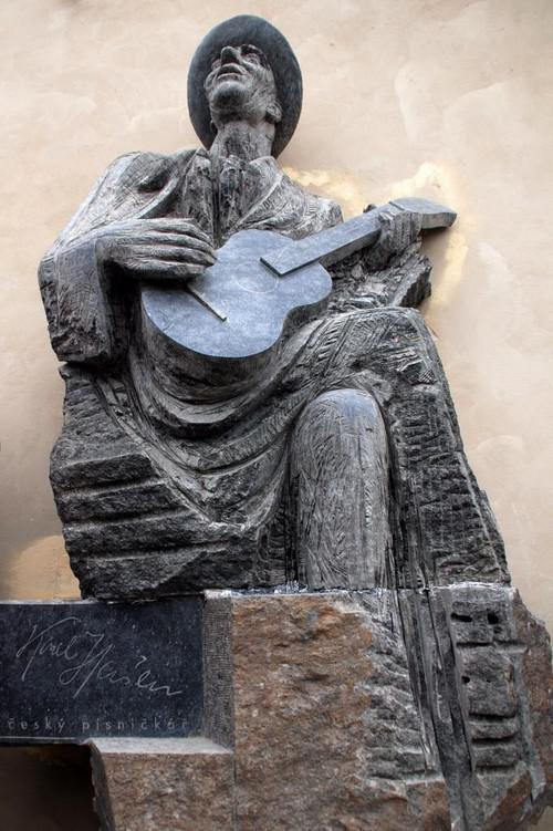Pomník Karla Hašlera