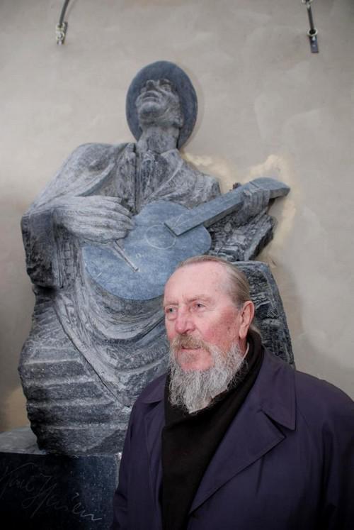 Pomník Karla Hašlera / Stanislav Hanzík