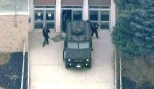 Zásah policie u střední školy Stissing Mountain