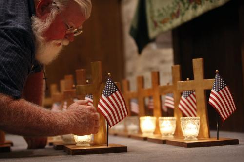 Vzpomínka na oběti střelce z Fort Hoodu