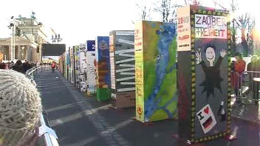 Berlínská zeď jako domino