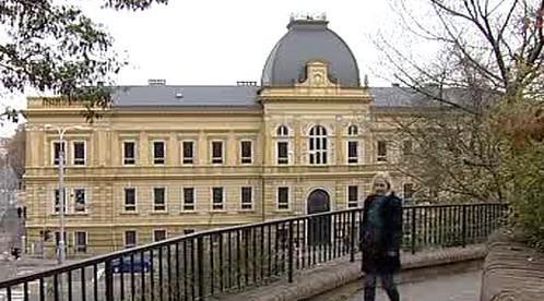 Budova bývalé obchodní akademie v Hradci Králové