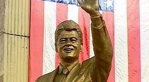 Socha Billa Clintona v Prištině