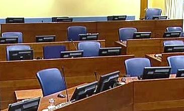 Karadžičova židle zůstala i druhý den procesu prázdná