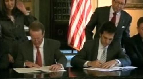Podepsání spolupráce mezi Kolumbíí a USA