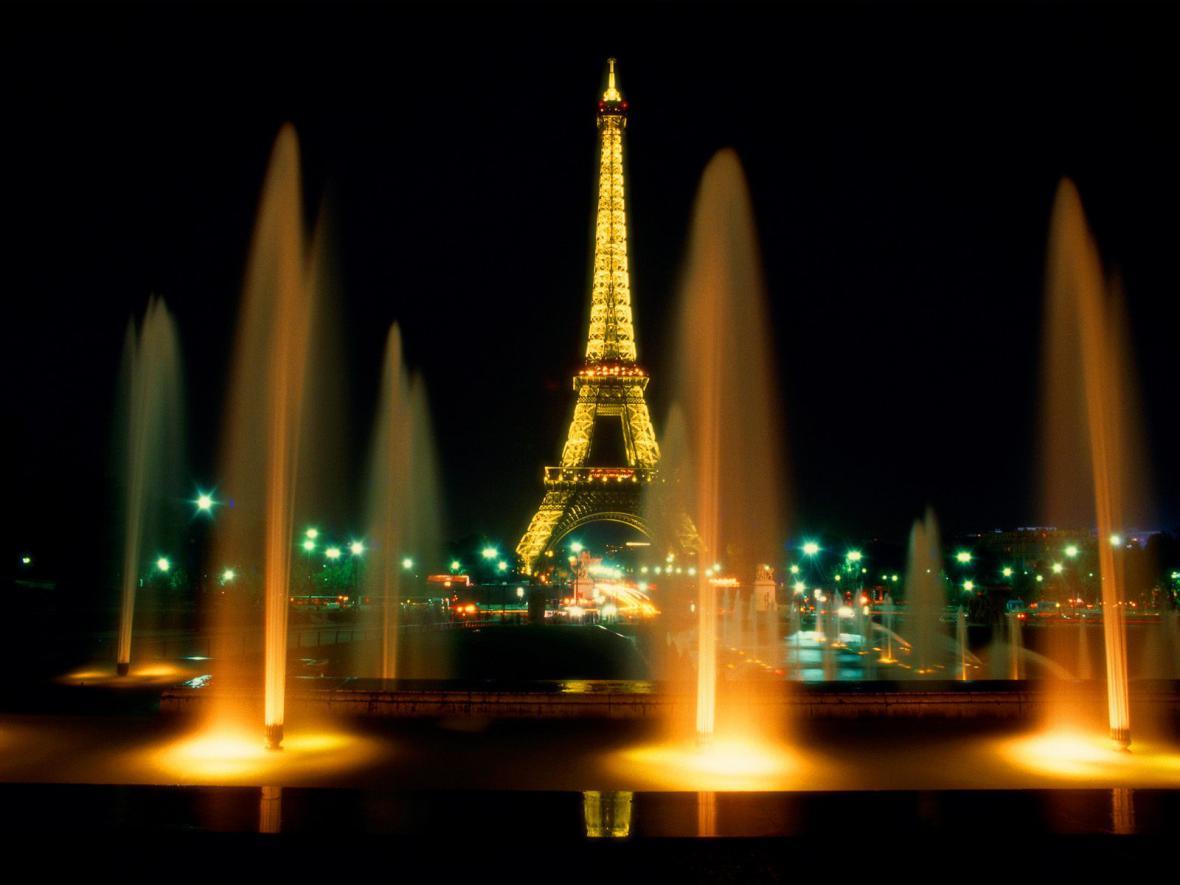 Osvětlení Eiffelovy věže