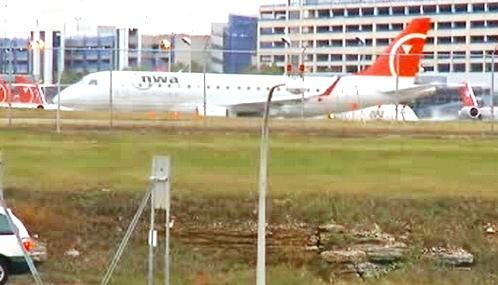 Letadlo společnosti Northwest Airlines po přistání v Minneapolisu