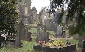 Poškozené náhrobky
