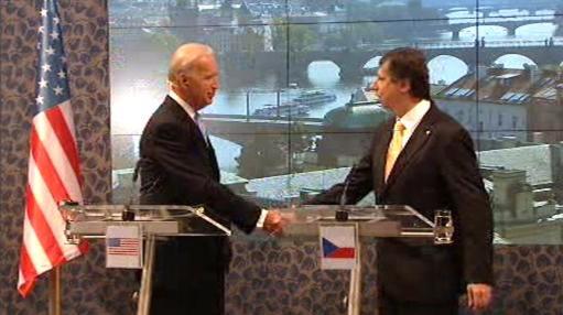 Joe Biden a Jan Fischer na tiskové konferenci