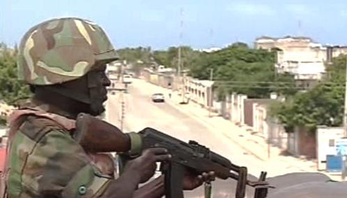 Voják v ulicích Mogadiša