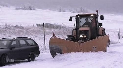 Silničáři bojují se sněhem