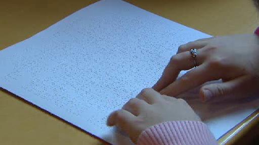 Čtení Braillova písma