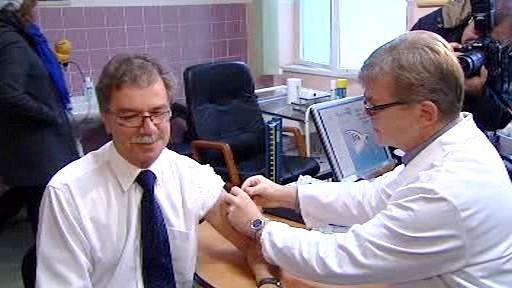 Michael Vít se nechává očkovat