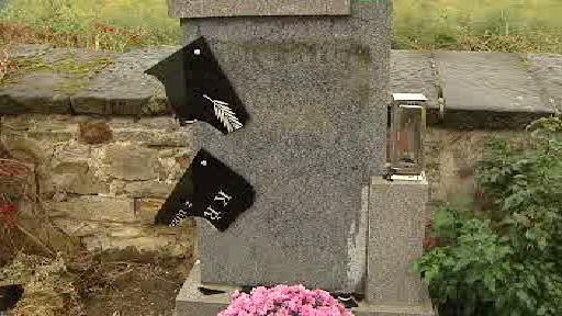 Hrob poničený vandaly