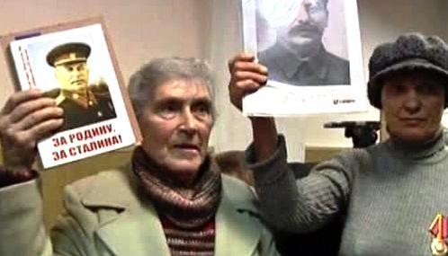Stalinovi příznivci u moskevského soudu