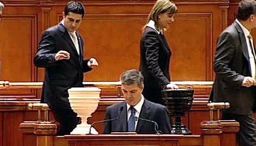 Rumunský parlament hlasuje o důvěře vládě