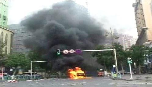Záběry čínské televize z nepokojů v Urumči