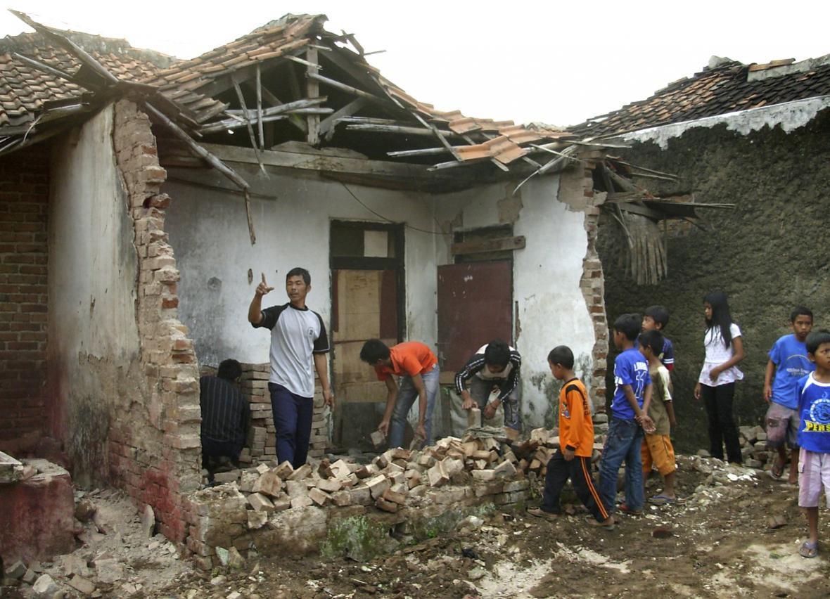 Zemětřesení zbořilo spoustu domů
