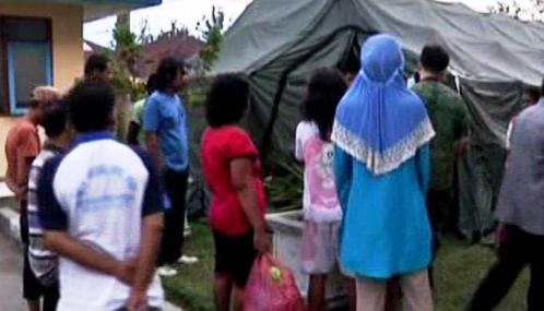 Indonésané čekají na humanitární pomoc