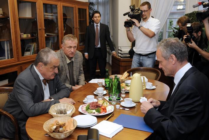 Jednání o mandátu Fischerovy vlády