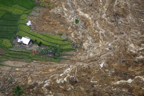 Sesuv půdy po zemětřesení na Sumatře