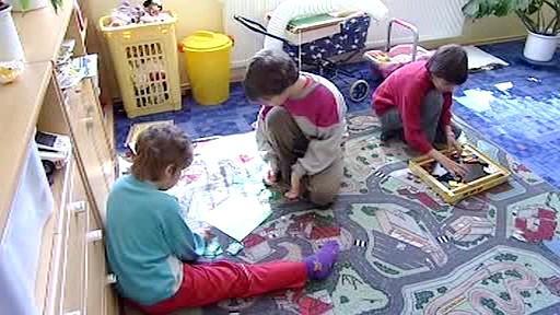 Děti si hrají v SOS vesničce