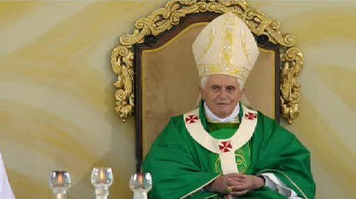 Papež Benedikt XVI. slouží mši v Brně