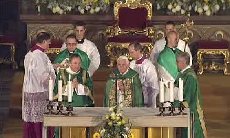 Papež při pobožnosti v chrámu svatého Víta