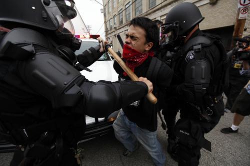 Policejní zásah proti demonstrantům