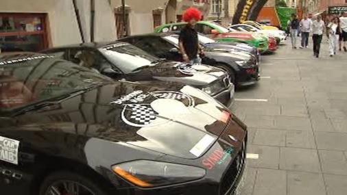 Luxusní vozy před startem