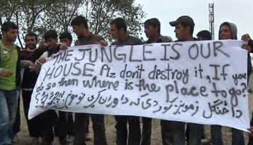 Protest nelegálních přistěhovalců u Calais