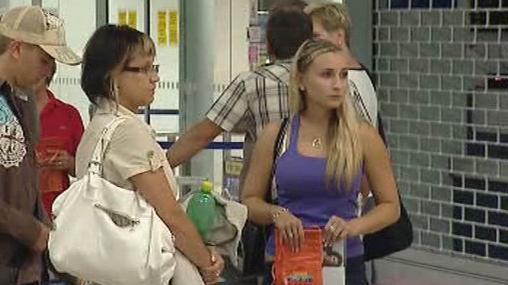 Turisté na letišti