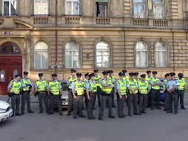 Policisté monitorují