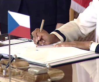 Podpis smlouvy o radaru
