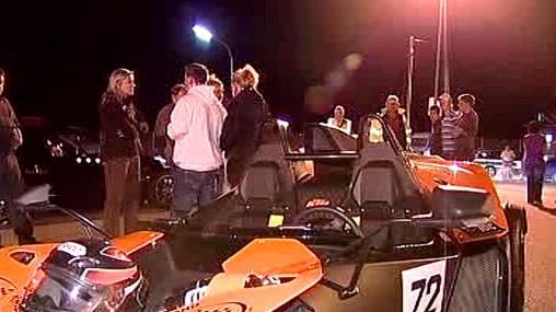 Účastníci závodu po zabavení aut