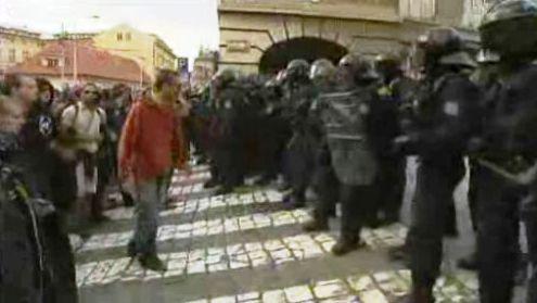 Zásah policistů proti squatterům na Albertově