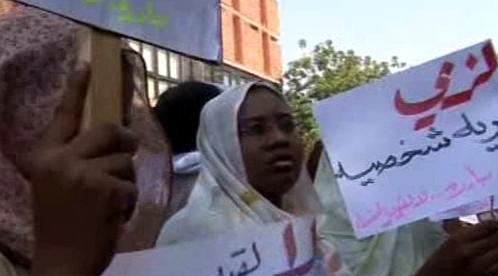 ženy podporující Lubnu Ahmad Husajnovou