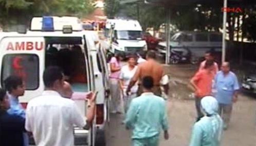 Turecká sanitka odváží raněné