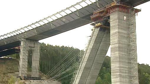 Současné pilíře nového mostu