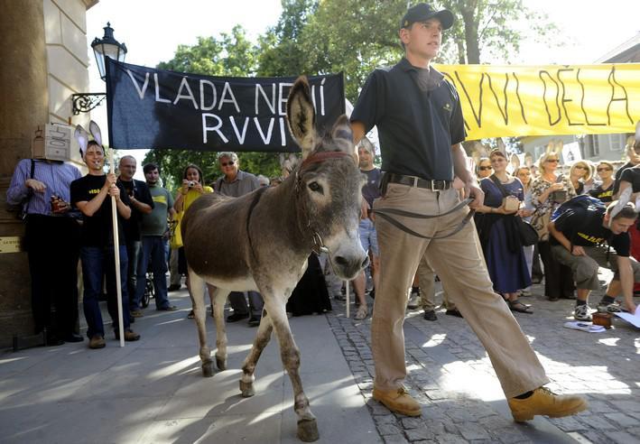 Vědci i jejich příznivci během protestu