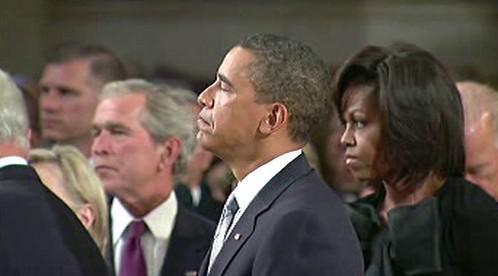 George W. Bush a Barack Obama s manželkou Michelle na pohřbu Edwarda Kennedyho